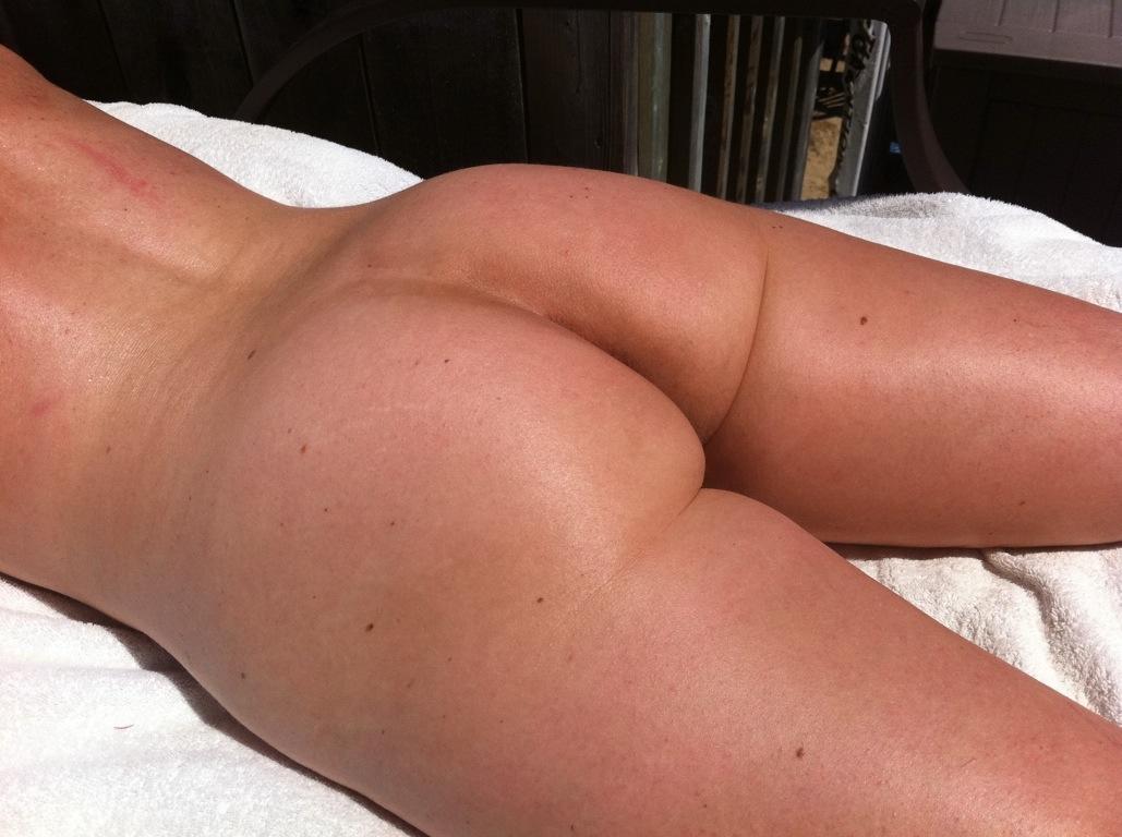 Butt crack nude
